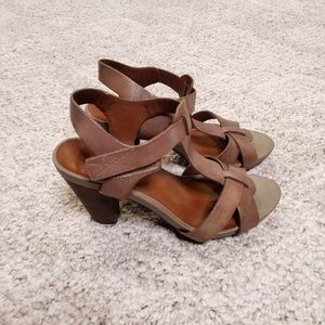 Lucky Brand Brindle Lp Pettee leather sandals sz8